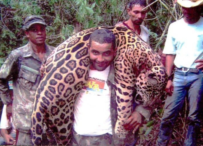 Brazilian Dentist Kills 1000 Jaguars With A Gang of Hunters